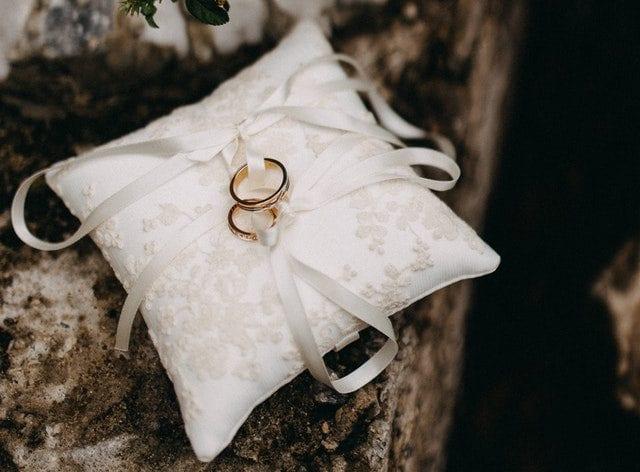 credit fidel hajj marriage rings on pillow
