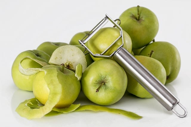 credit pixabay apple peeling