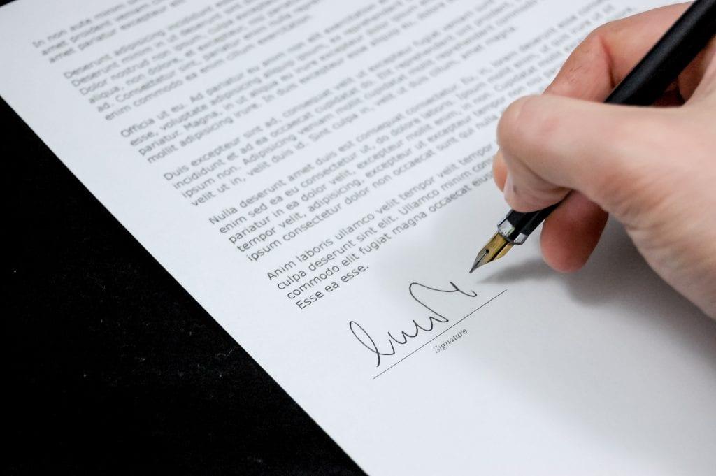 credit pixabay signing document